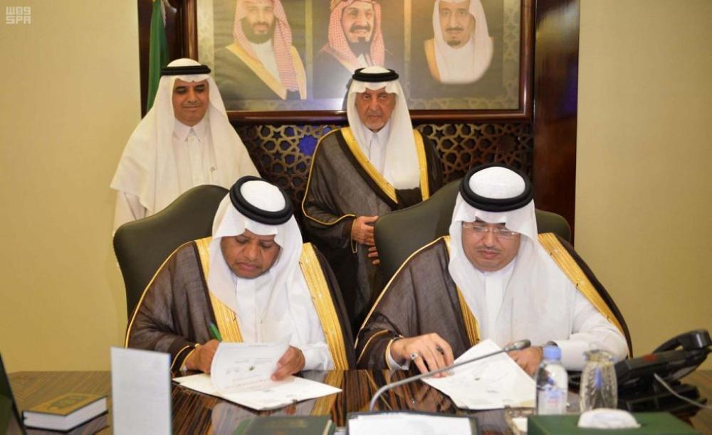 الأمير خالد الفيصل يشهد توقيع اتفاقية
